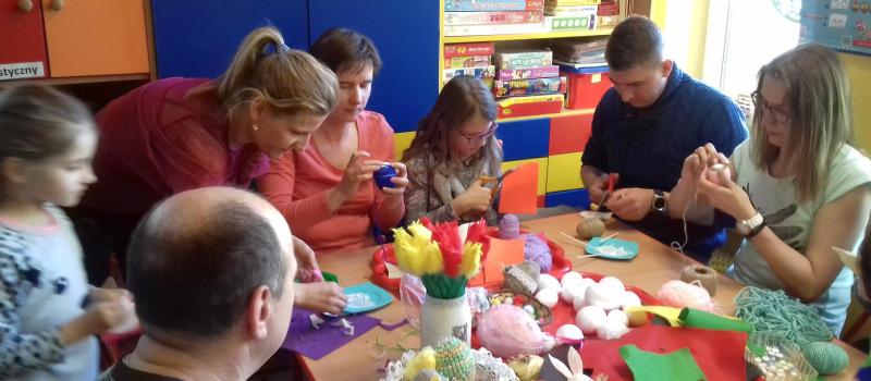 Kreatywne Warsztaty Wielkanocne z Rodzicami w grupie IX