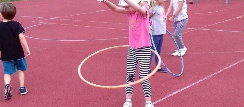 Wakacyjne zabawy sportowe w grupie III (pięcio- i sześciolatków)